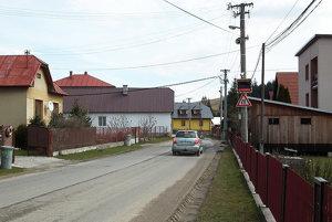 V Krušetnici potrebujú spomaliť hlavne vodiči prichádzajúci od Lomnej.