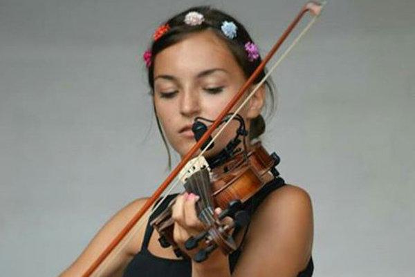 K hre na husliach doviedli Laru Šamajovú rodičia.