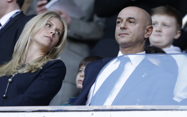 Šéf Tottenhamu Daniel Levy je s argentínskym manažérom nadmieru spokojný.