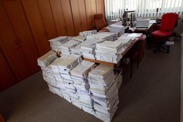 Na súdoch sa nahromadil rekordný počet exekúxcií. Ročne ich púribúda viac ako pol milióna.