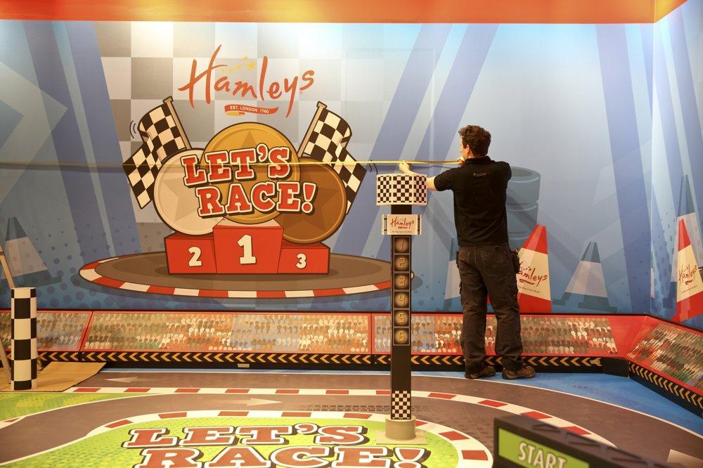 Legendárne hračkárstvo Hamleys je zároveň malým zábavným parkom