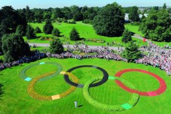 Olympijské kruhy v botanickej záhrade Kew Garden
