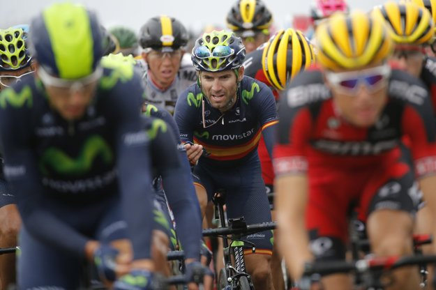 Alejandro Valverde (v strede) je naďalej lídrom bodovacej súťaže pred Petrom Saganom.