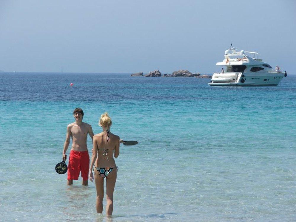 Na pláž Roccapina na Korzike veľa ľudí nechodí, cítite sa tu však akoby ste boli v Karibiku.