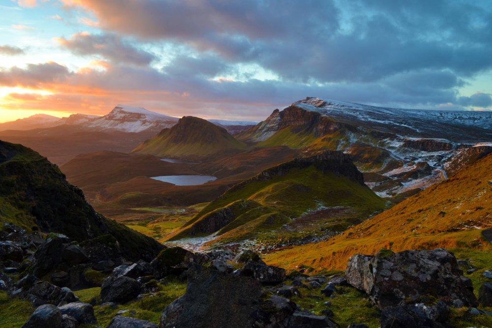 Skoré ráno na ostrove Skye. Fotografia Trotternish Ridge vznikla v zime, po niekoľkohodinovej ceste na toto miesto.