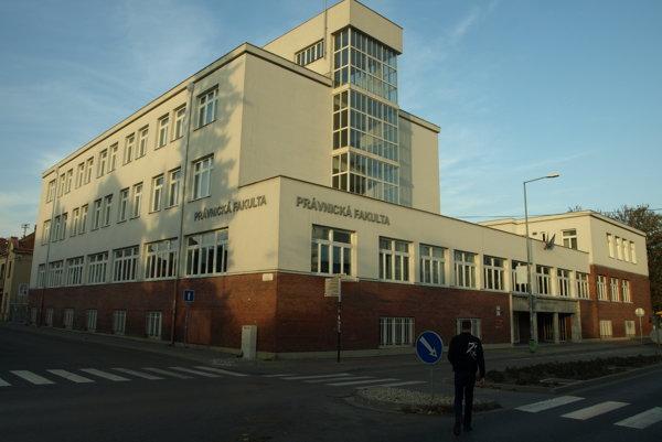 Výstava v priestoroch Právnickej fakulty potrvá do 20. mája.