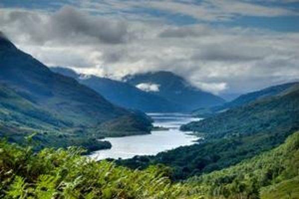 Škótsky vidiek. Podľa Camerona ľudia nedostatočne oceňujú prírodné krásy Británie.