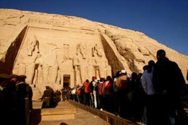 V oblasti, kde turistov uniesli, sa nachádza aj známe nálezisko Abú Simbel so zachovanými chrámami.