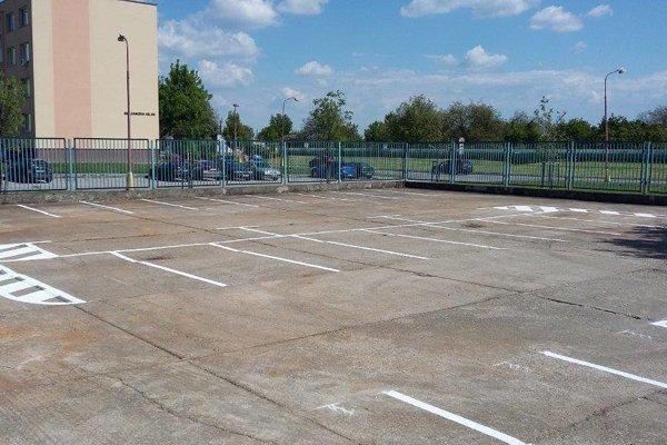 Zberné suroviny zmenili na parkovisko.