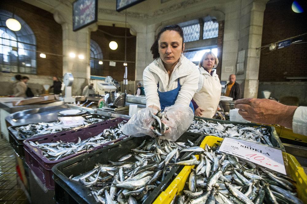 Rybie trhy fungujú minimálne vo väčších mestách aj mimo turistickej sezóny.