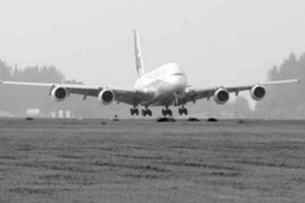 Štrajk sa dotkne hlavne preletov nad Slovenskom. Prílety z Košíc a Bratislavy by nemali byť obmedzené. Je však možné, že niektoré lietadlá z Bratislavy, no najmä z Viedne, neodletia. Vo vzdušnom priestore Slovenska preletelo vlani denne 650 až 1400 lietad
