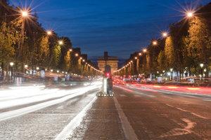 Parížsky bulvár sa vždy v prvú nedeľu v mesiaci bude meniť na pešiu zónu.