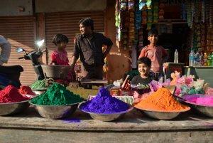Kúpte si farby na sviatok Holi.