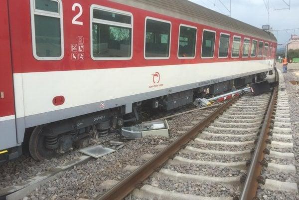 Vykoľajený vlak pri Trenčíne