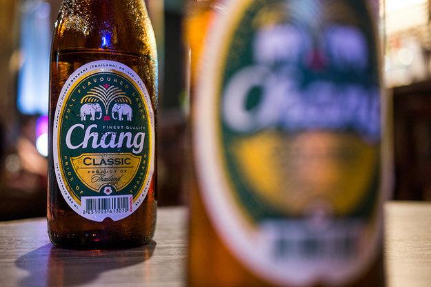 Chang a Singha sú najrozšírenejšie thajské pivá.