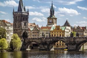 Prechádzku po Karlovom moste nemôže vynechať žiaden návštevník Prahy