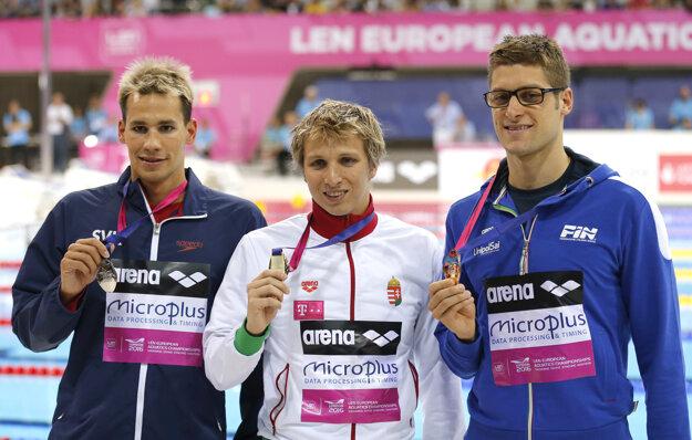 Richardovi Nagyovi (vľavo) zavesili na krk striebornú medailu.