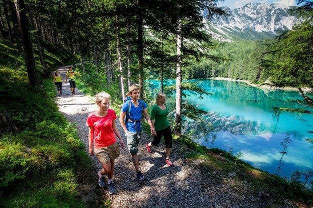 Jedným z obľúbených cieľov je smaragdovozelené jazero Grüner See v Štajersku