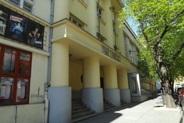 Dočasným sídlom Nového divadla, ktorého herci odišli zo SDKS, bude Hidepark.