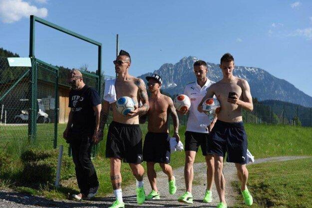 Hamšík a spol. vyzerali po tréningu ako skupina mladíkov v prímorskom letovisku, hľadajúca vhodné miesto na hru.