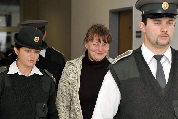 Zuzana Znamenáková prichádza na pojednávanie v septembri 2010.