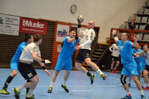 Pupík (v bielom) ešte ako hráč Topoľčian proti Pov. Bystrici.