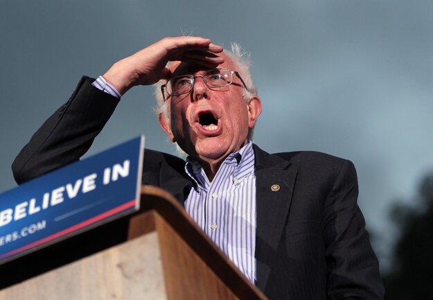 Neil Young podporuje demokratického kandidáta Bernieho Sandersa.