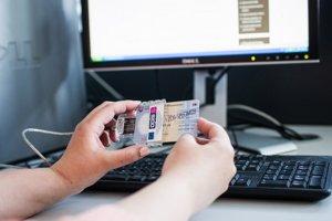 Informačné letáky kčítačke apodpisu kelektronickému občianskemu preukazu majú visieť na chodbách polície.