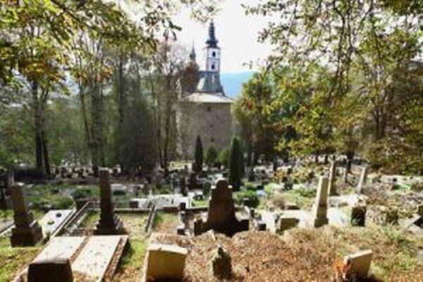 So zaujímavou ponukou na dnešnú noc prichádzajú nielen múzeá, ale aj cintoríny.