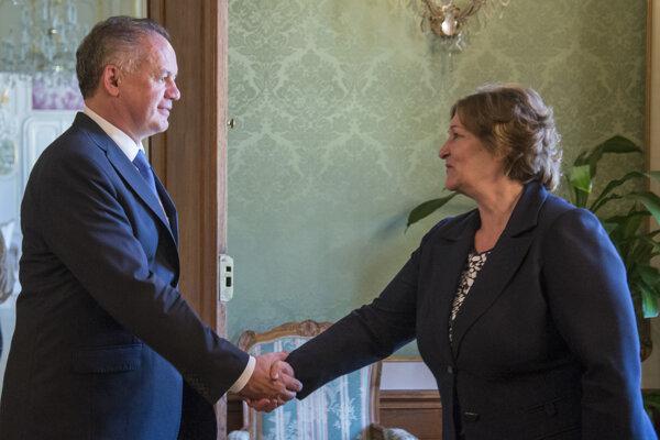 Na snímke vľavo prezident SR Andrej Kiska prijal verejnú ochrankyňu práv Janu Dubovcovú.