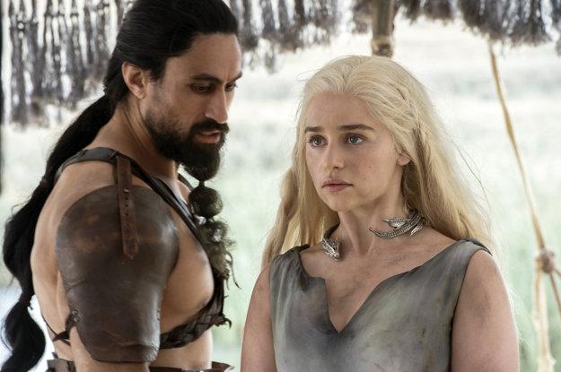 Herečku preslávila postava plavovlasej hrdinky Daenerys Targaryen v seriáli Hra o tróny.