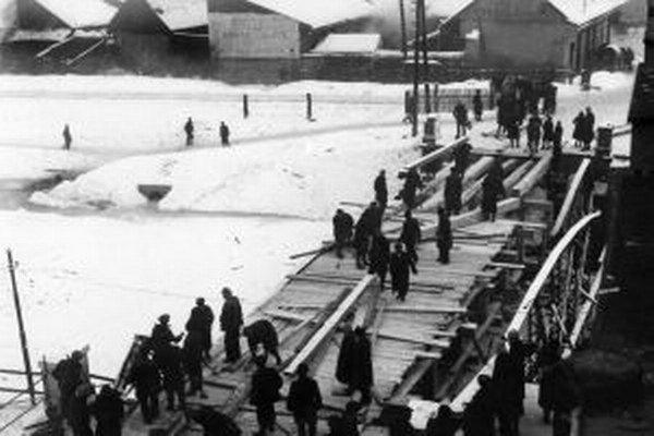 Február 1945 - oprava mosta v Brezne.