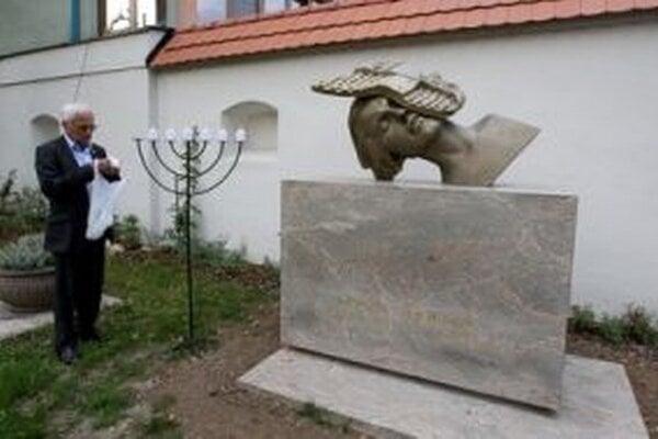 Pamätník Chavivy Reikovej v Banskej Bystrici.