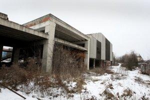 Nedokončená budova autobusovej stanice.