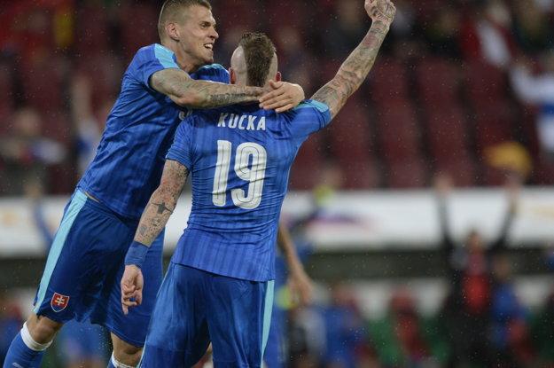 Tretí gól vsietil Juraj Kucka kurióznym spôsobom, keď jeho strela prekĺzla nemeckému brankárovi pomedzi nohy.