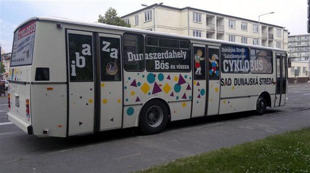 Cyklobus, ktorý preváža cyklistov a turistov na trase Dunajská Streda - Gabčíkovo financuje samospráva.