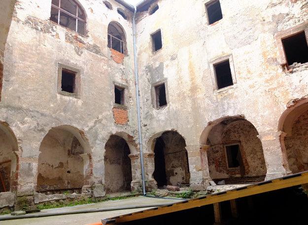 Priestory sú dnes prázdne, nemajú využitie a potrebovali by rozsiahlu rekonštrukciu.