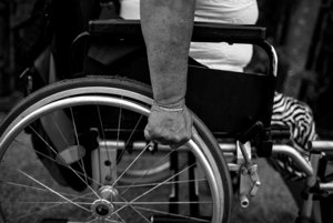 Invalidný vozík.
