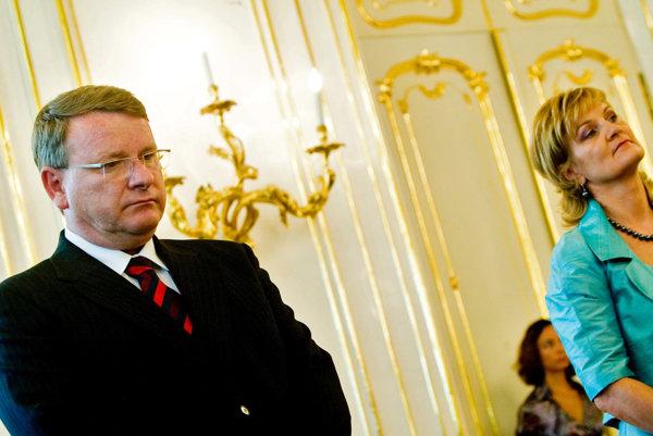 Exminister životného prostredia Jaroslav Izák dodnes čelí trestnému stíhaniu za kauzu lykožrút.