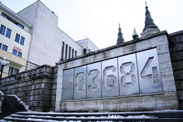 Balustráda na farských schodoch v Žiline od autorskej štvorice Marcel Benčík, Peter Lényi, Ondrej Marko a Marián Lucký pre klienta OOCR Malá Fatra.