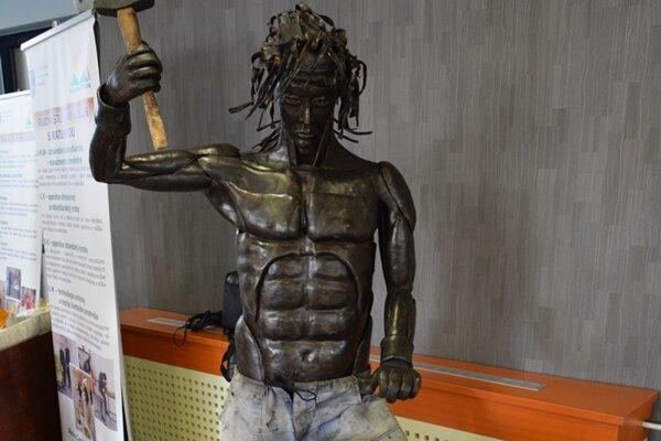 Na výstave nájdete i diela stredoškolských kováčov.