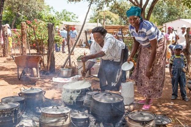 Tradičná kukuričná kaša v Zimbabwe sa volá sadza a patrí k bežnému jedlu obyvateľstva.