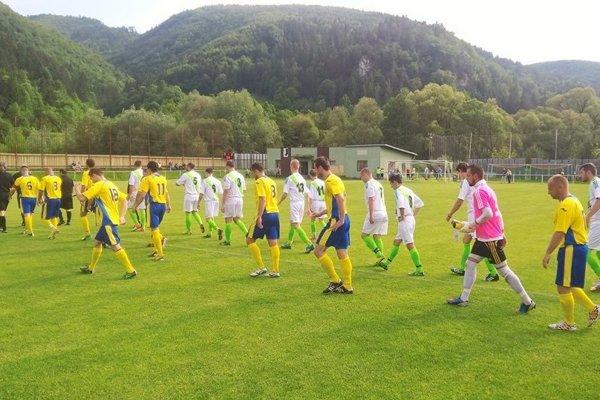 Priechod (v žltom) zvládol dôležitý zápas na ihrisku Brusna.