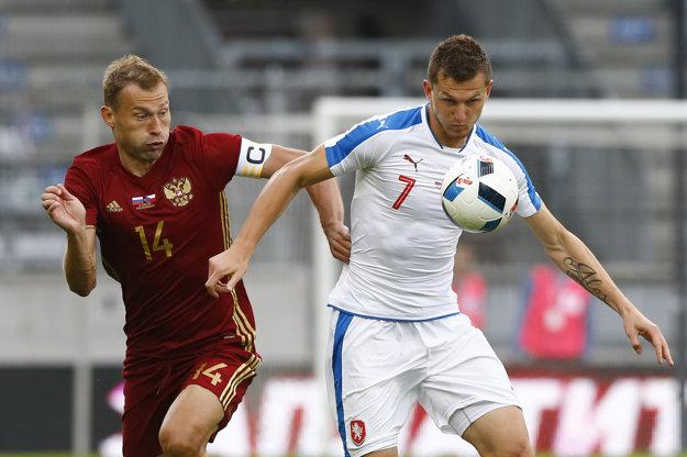 O víťazstve Česka rozhodol v poslednej minúte zápasu útočník Tomáš Necid. (vpravo)