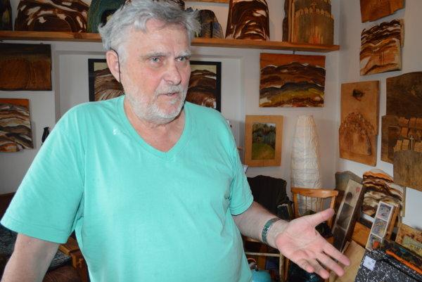 Akademický sochár Gustáv Švábik – Macvejda tvorí vo svojom ateliéri vTurzovke.