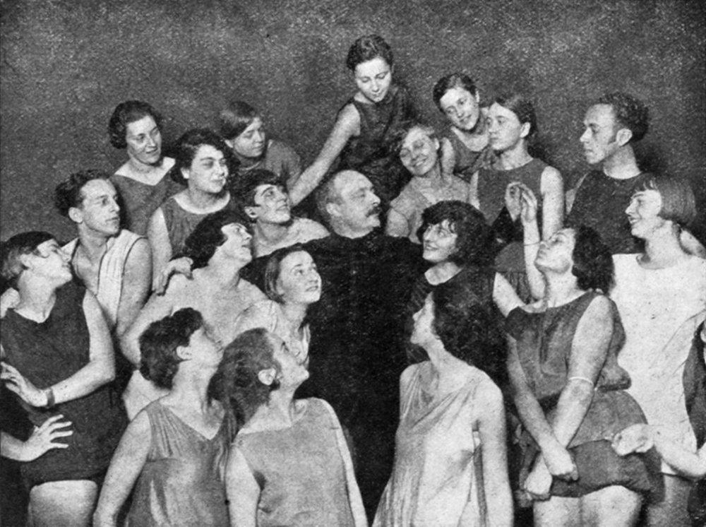 Rudolf Laban so svojimi žiačkami.
