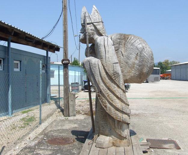 Drevený Mikuláš bol kedysi súčasťou vianočných trhov.
