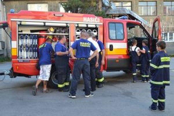 Dobrovoľným hasičom  z Turzovky sa takisto ušla pomoc ministerstva vnútra v podobe vozidla Iveco Daily s prívesom.