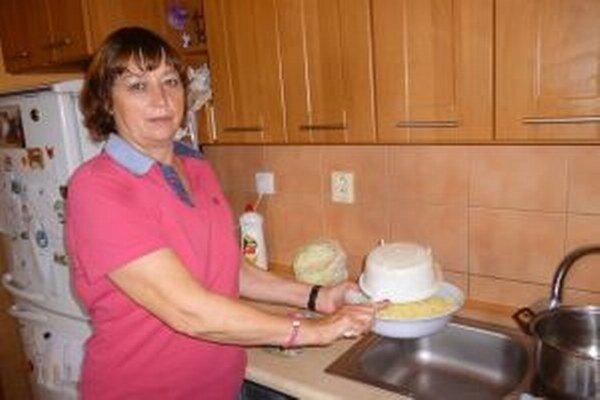 Pani Helena vo svojej kuchyni krátko pred natáčaním.