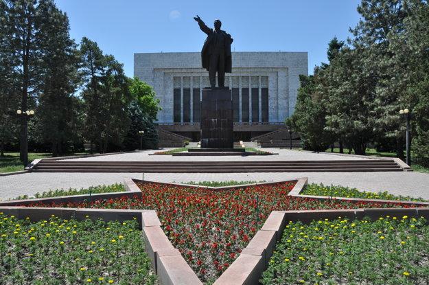 Údajne večne živý Lenin sa ukrýva za múzeom.
